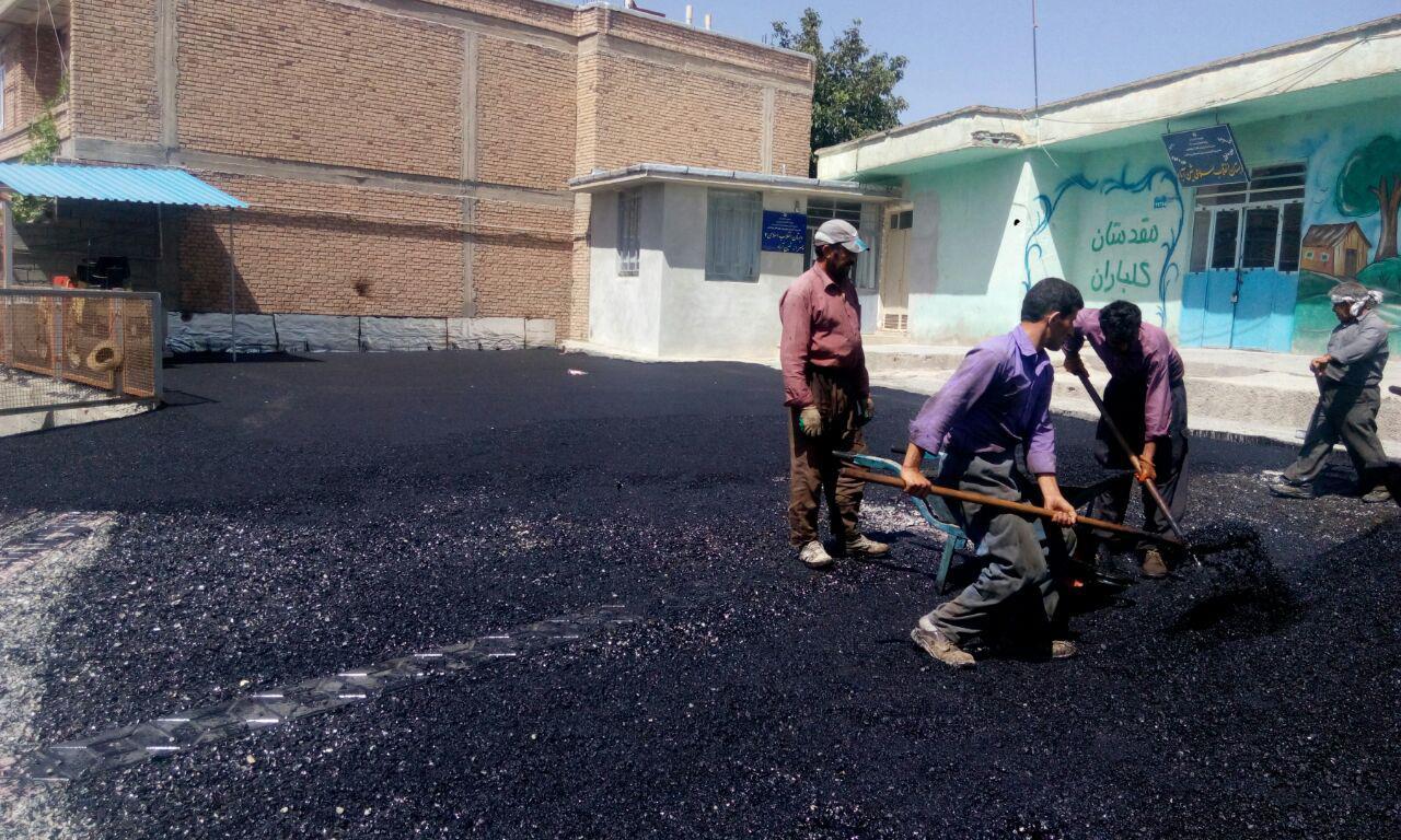 آسفالت محوطه مدرسه انقلاب شین آباد توسط شهرداری