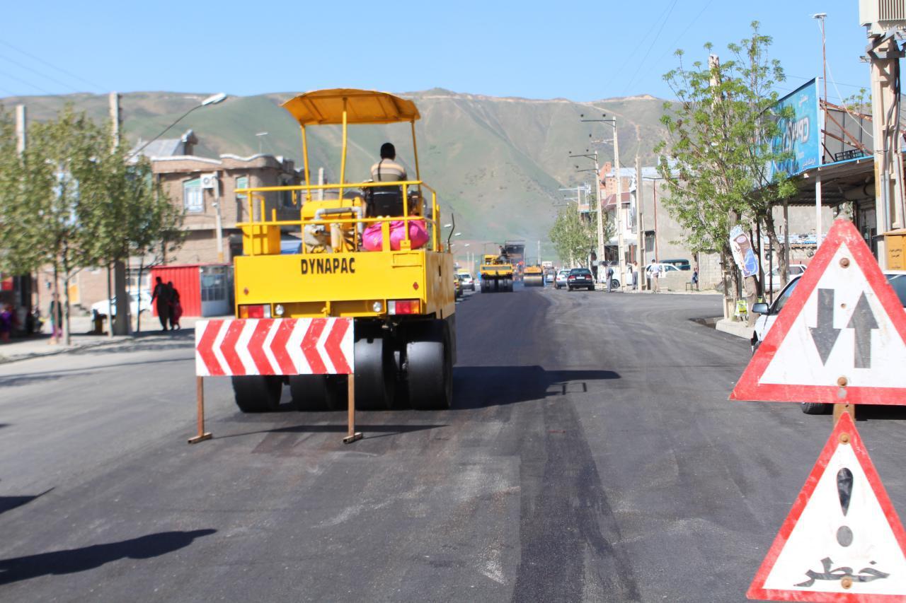 شروع آسفالت کمربندی 24 متری و ادامه آسفالت بلوار کردستان