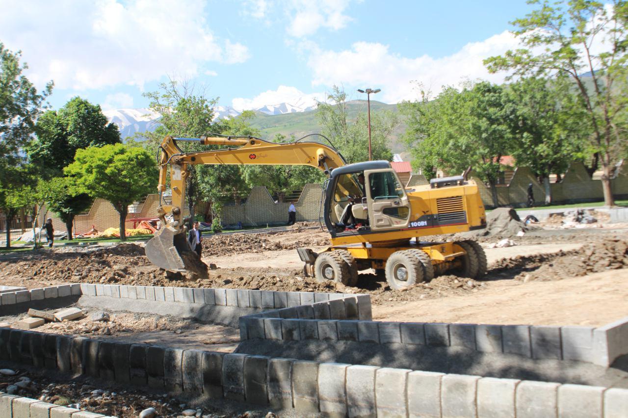 ادامه بهسازی و بازسازی و جدولگذاری پارک کودک