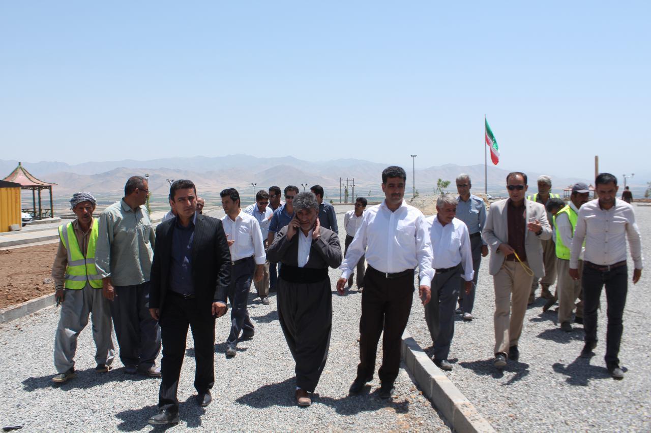 بازدید شهردار و  اعضای شورای اسلامی شهر پیرانشهر از پروژه عمرانی پارک نوروز